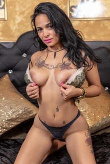 Samanta cubana te espera en su cama sus caricias enloquecen
